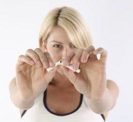 gluecklicher Nichtraucher nach der Hypnose