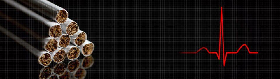 Links Zigaretten, rechts die Frequenzkurve eines Herzschlages